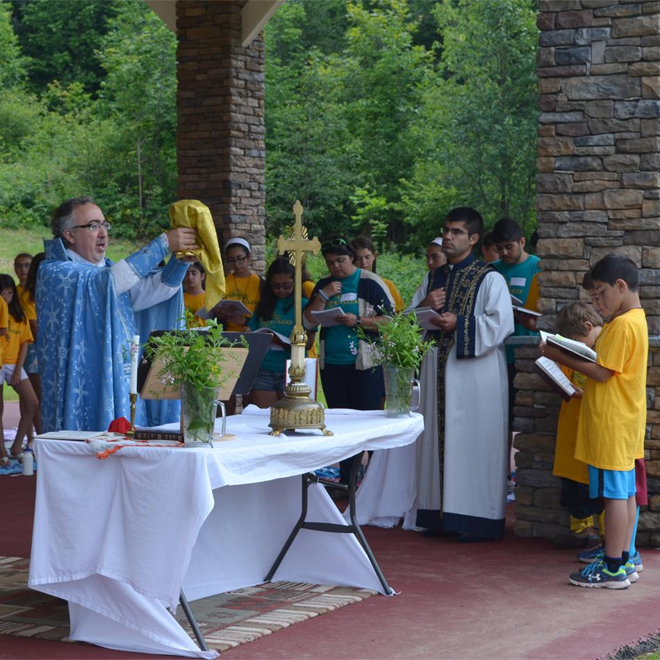 Diocesan Vicar visits camp Nubar