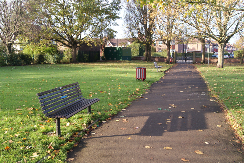 Path into the park from Moss Lane