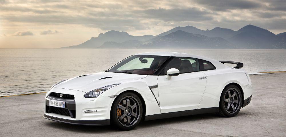 Import R35 GTR white
