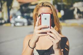 Image of a teen girl taking a selfie