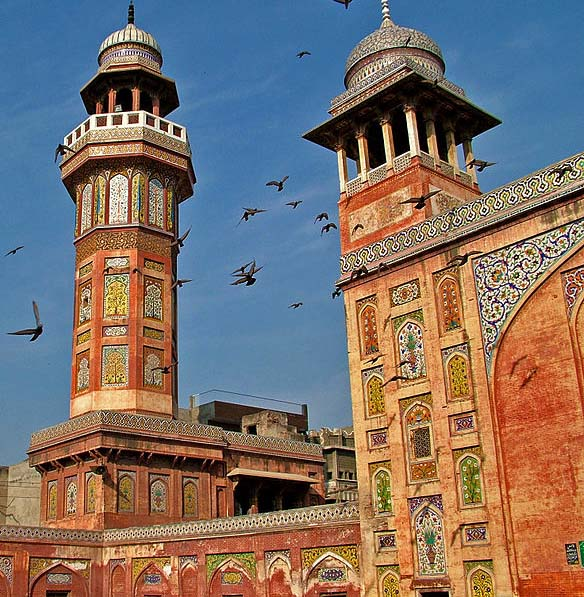 Wazir Khan Mosque in Lahore, Pakistan. (Wikipedia, Builhem Vellut)