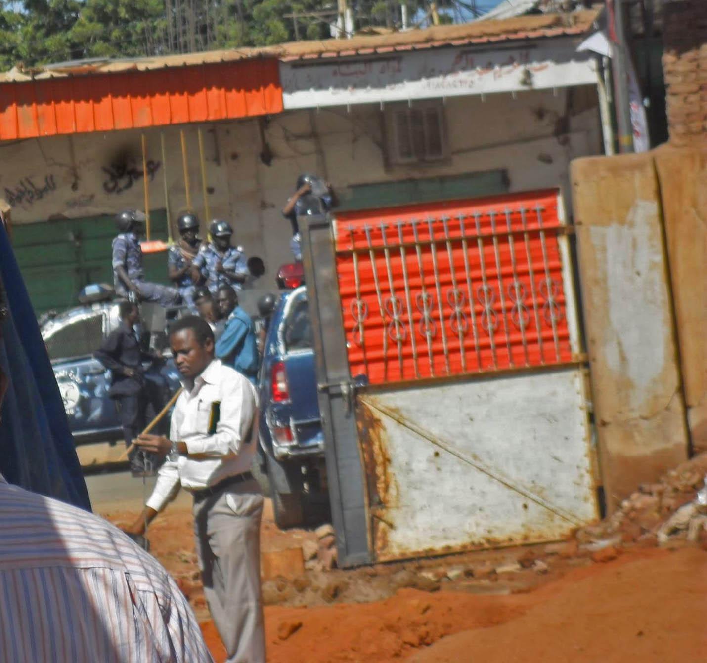 Police arrive at Khartoum Bahri Evangelical Church in North Khartoum on a previous raid on Nov. 24, 2014. (Morning Star News)