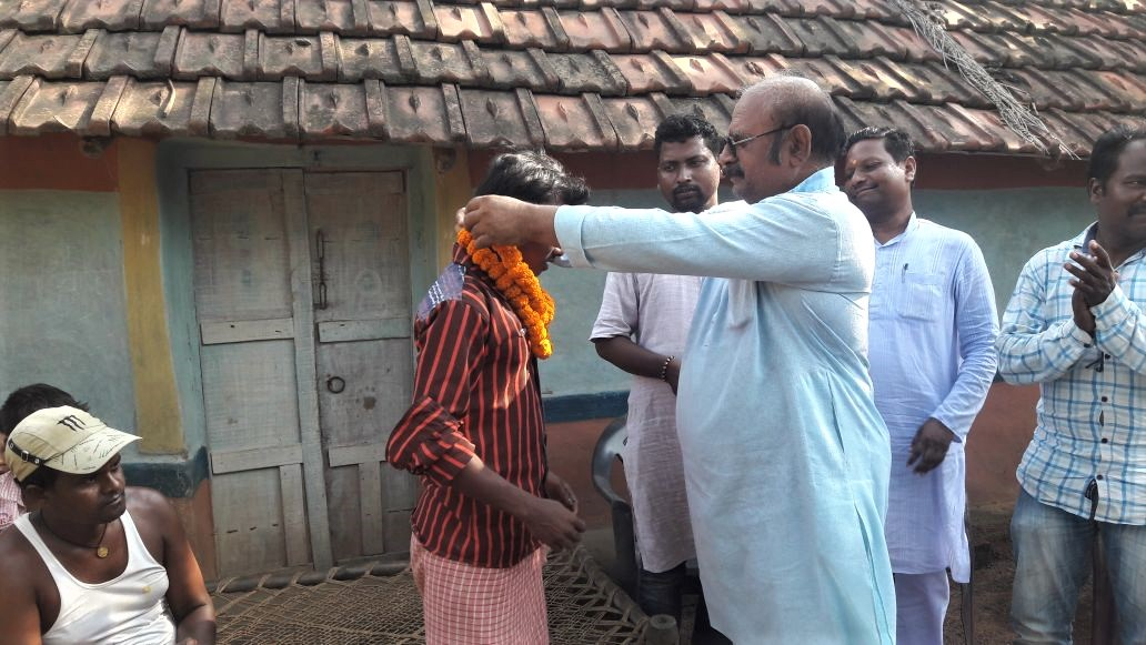 Hindu extremists In Phulpahari village, Jharkhand state celebrate after 16 Christians were sent to jail. (Morning Star News)