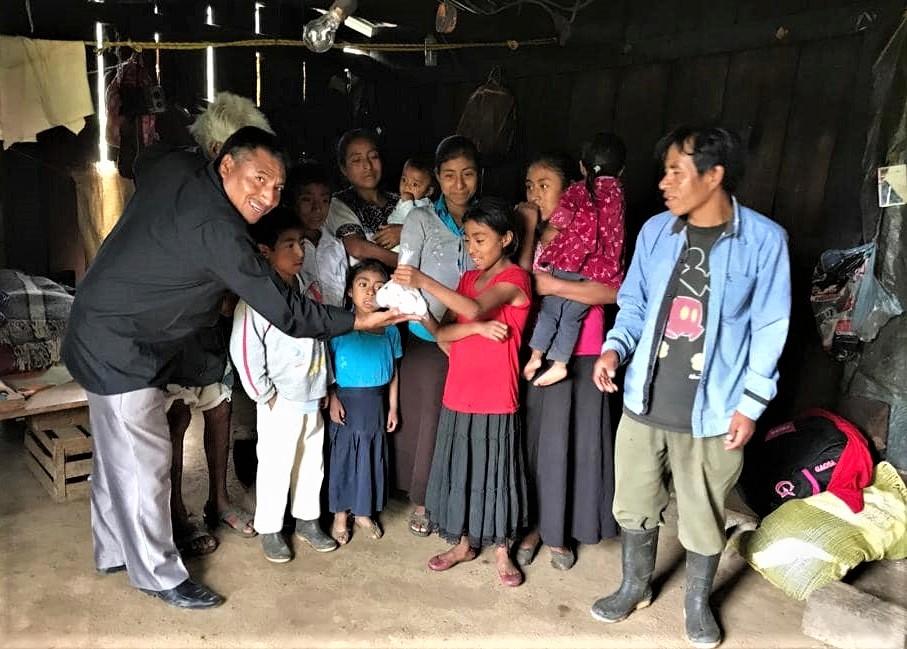Pastor Mario Choj visits Pérez family in Mitontic, Chiapas, Mexico. (Morning Star News photo courtesy of Federico Sarao)