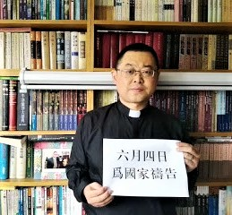Early Rain Covenant Church pastor Wang Yi poses with sign that reads, 'Pray for the nation on June 4,' the date of the 1989 Tiananmen Square killings. (China Aid)