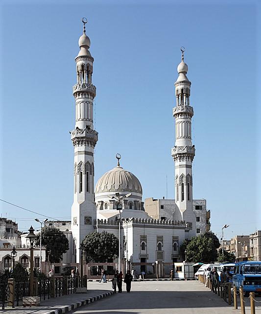 El-Arif Mosque in Sohag, Egypt. (Wikipedia, Roland Unger)