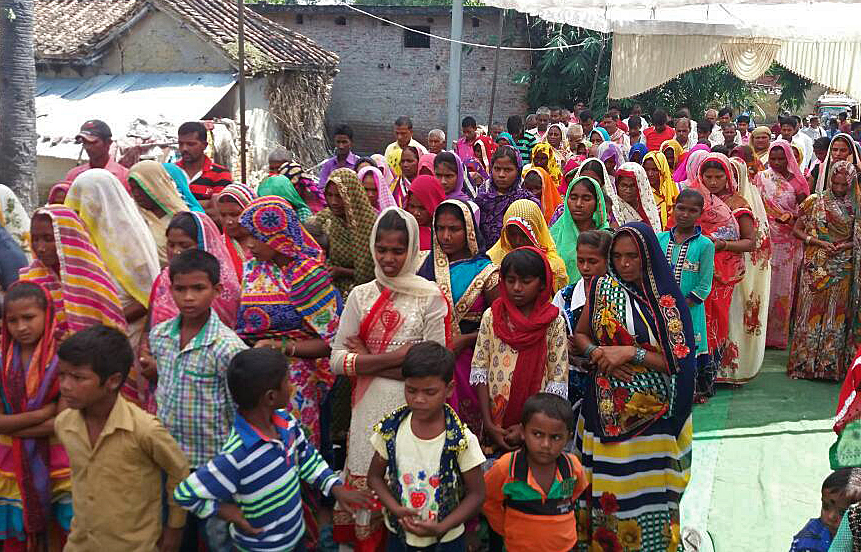 Christians gather in Jalalabad village, Uttar Pradesh, before their numbers decreased after deprivation of water. (Morning Star News)