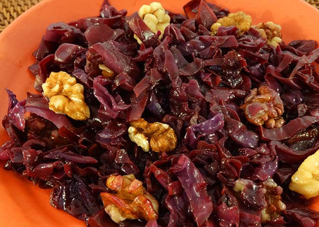 red cabbage with walnuts