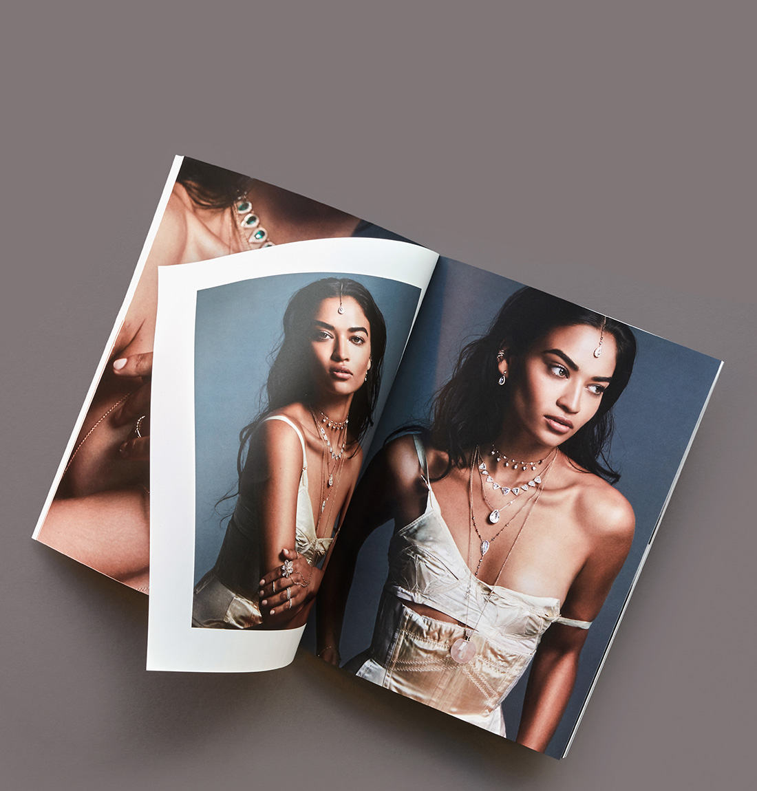 Softcover Lookbook.