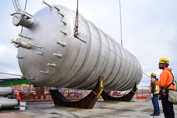 Large corrosion-resistant process vessels recently arrived at the Vit Plant jobsite, completing a significant step for construction of EMF.