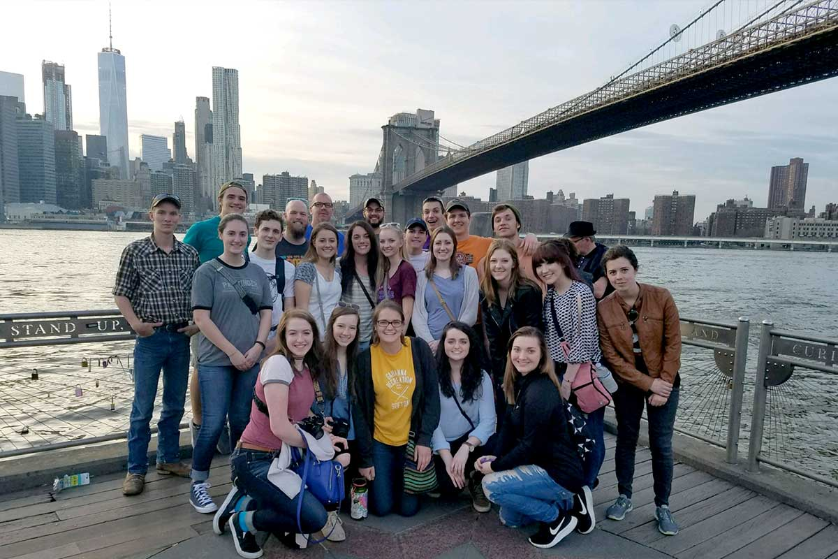 Short-term service volunteers tour New York City
