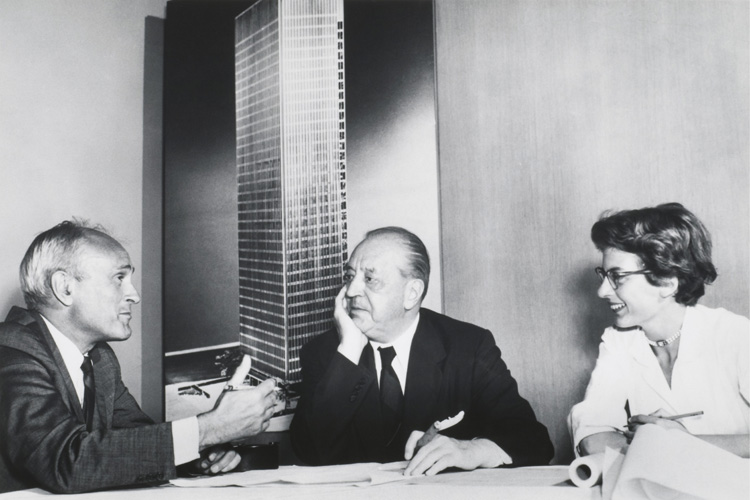 Philip Johnson, Ludwig Mies van der Rohe and Phyllis Lambert in front of an image of the model for the Seagram Building, New York City, 1954-1958. Collection Canadian Centre for Architecture, Montréal © United Press International