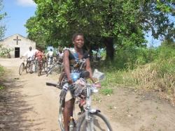 Beneficiários com as bicicletas