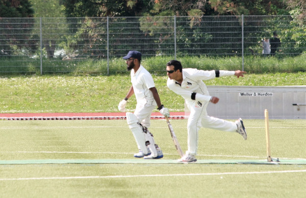 Malik (Berne) bowling to Freiburg Nomads