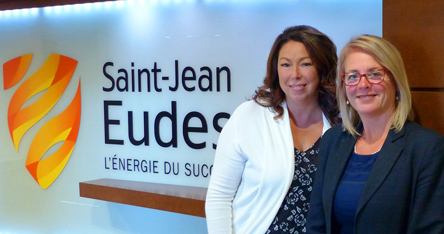 Annie Fortin, présidente et chef de la direction du Groupe Structura, en compagnie de Mélanie Lanouette, directrice de l'École secondaire Saint-Jean-Eudes.