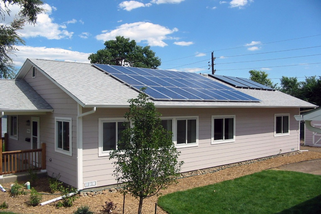 Photo: One-story home with rooftop solar panels. Credit: Pete Beverly, NREL
