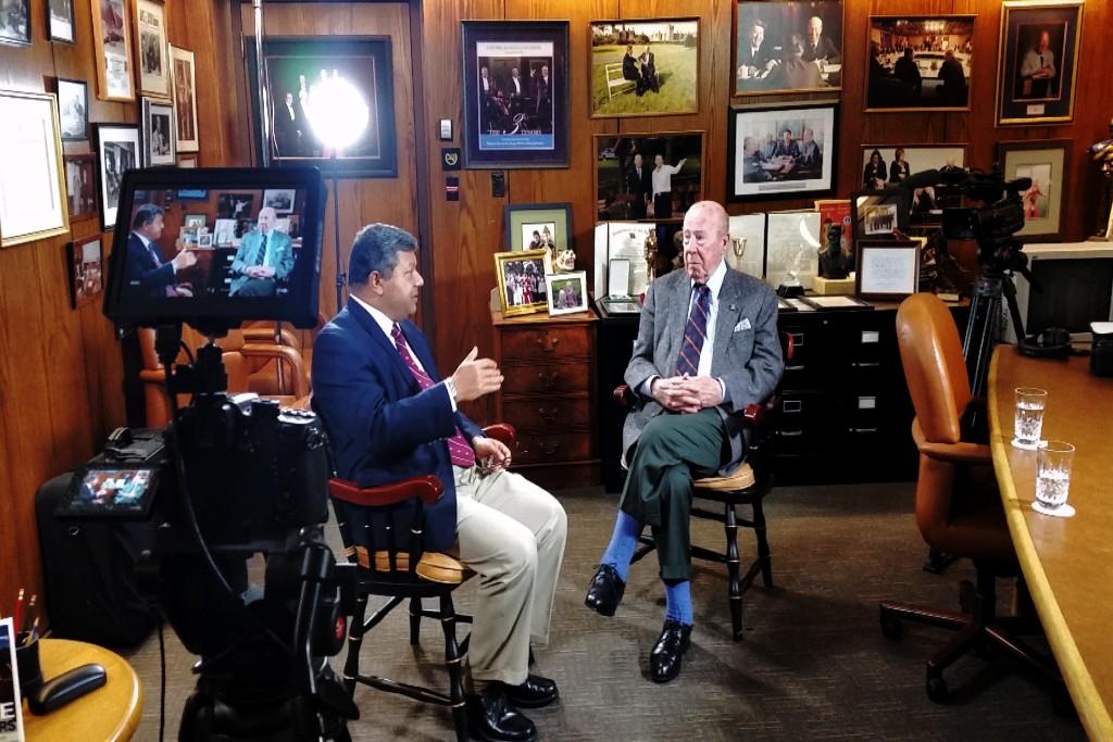 Arun Majumdar speaks with George Shultz at Stanford University. Credit: Mark Shwartz/Precourt Institute for Energy