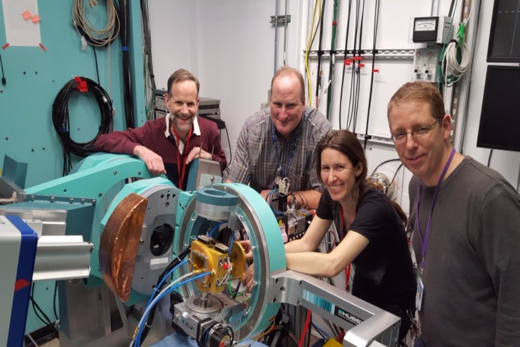 Photo: SLAC/NREL research team with the rapid-thermal processing instrument at SLAC. Courtesy: EERE/DOE