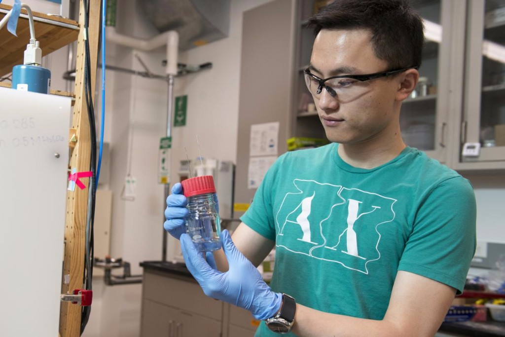 Haotian Wang in the lab of Professor Yi Cui. Credit: L.A. Cicero/Stanford News Service