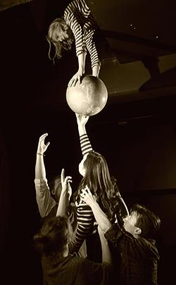 Wiks teaterklass spelar på Reginateatern