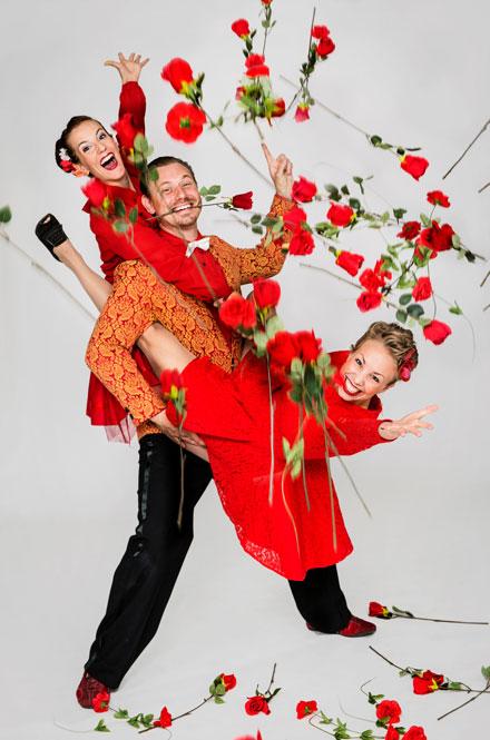 """MANDH- och deras föreställning """"En dans på rosor"""""""