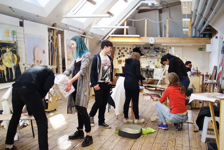 Elever på konstlinjen på Wiks folkhögskola