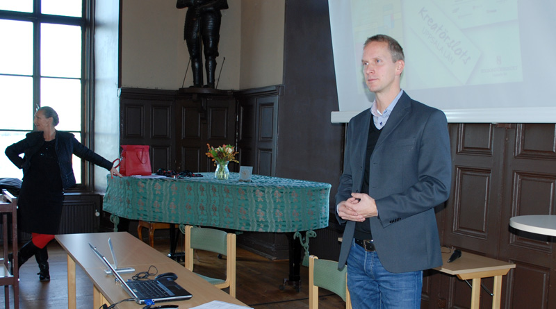 Tomas Stavbom föreläser på Wiks slott