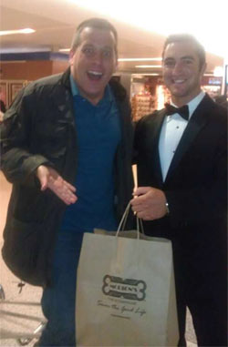 Официант ресторана «Мортонс» встречает Питера Шэнкмэна после прилета