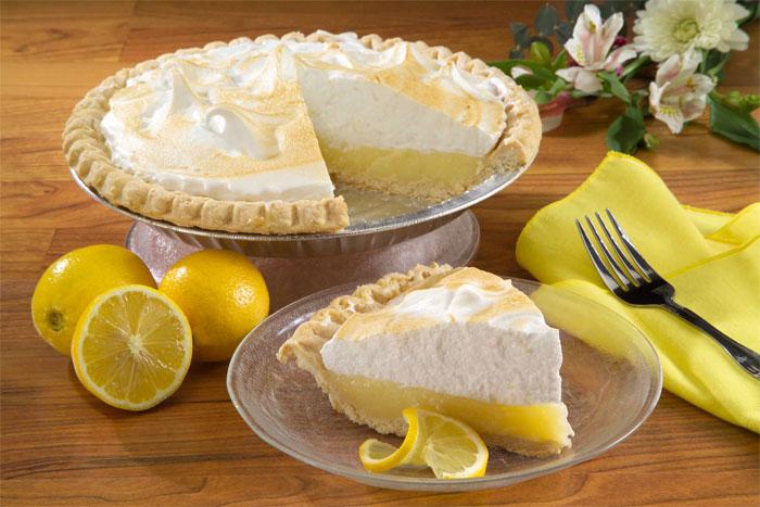 Кусок лимонного пирога