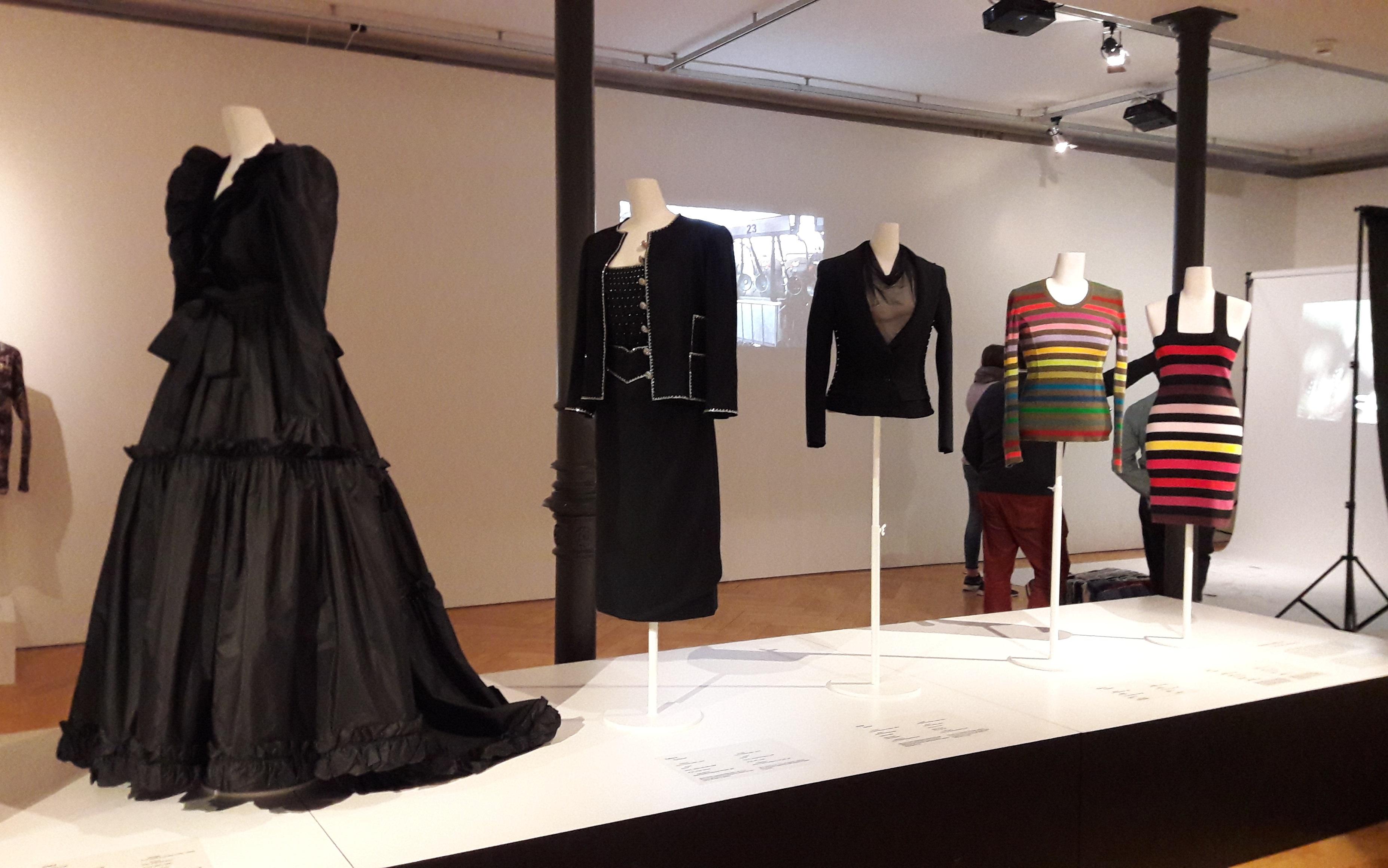 """Ausstellung """"Fast Fashion"""""""