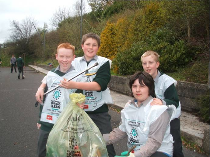 Students from O'Carolyn College's National Spring Clean event, 2012