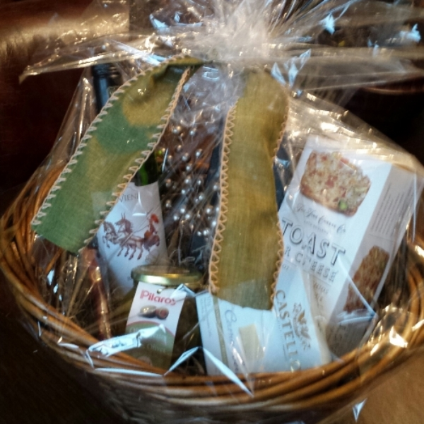 Vieni Estates Holiday Gift Basket