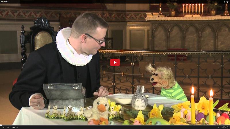 Snapper fortæller om påsken sammen med en præst.