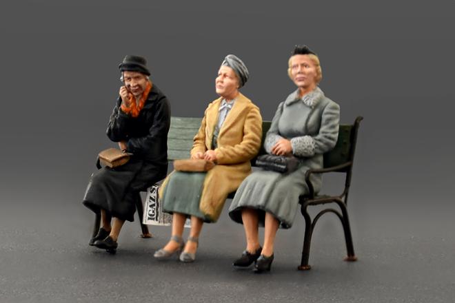 38006 GERMAN SITTING  CIVILIANS  '30s-'40s