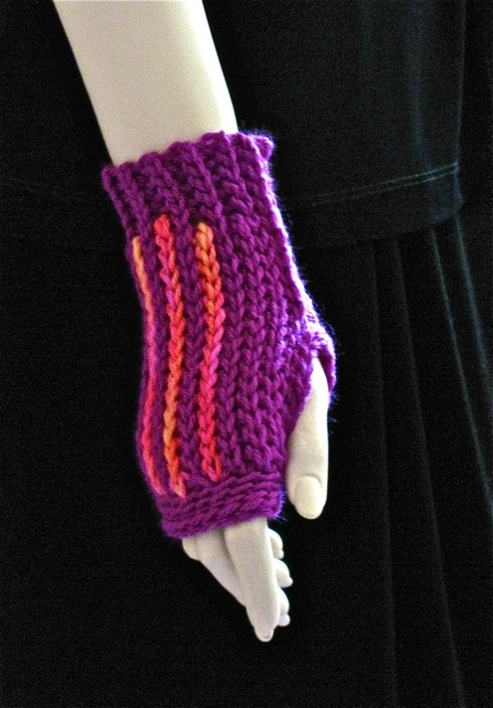 Luckyslip Mitt with Lucky Stripes: 100% Slip Stitch Crochet