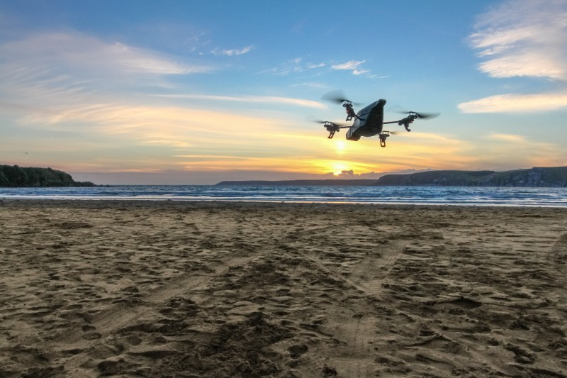 Wellbots - Featuring Parrot AR.Drone 2.0 Elite Edition Flying Drone - Snow Jungle Sand
