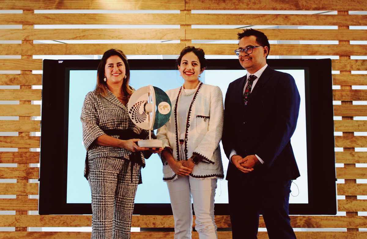 Natasha Garcha (center), IIX Associate Director for Innovative Finance, receives the P4G award from Maria Juliana Ruiz Sandoval, First Lady of Colombian and Ian de Cruz, P4G Global Director