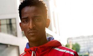 Eritreaflagcarryingrunner