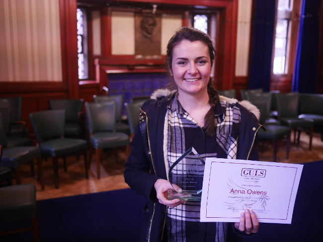 Student receives SLN trophy for top law review essay