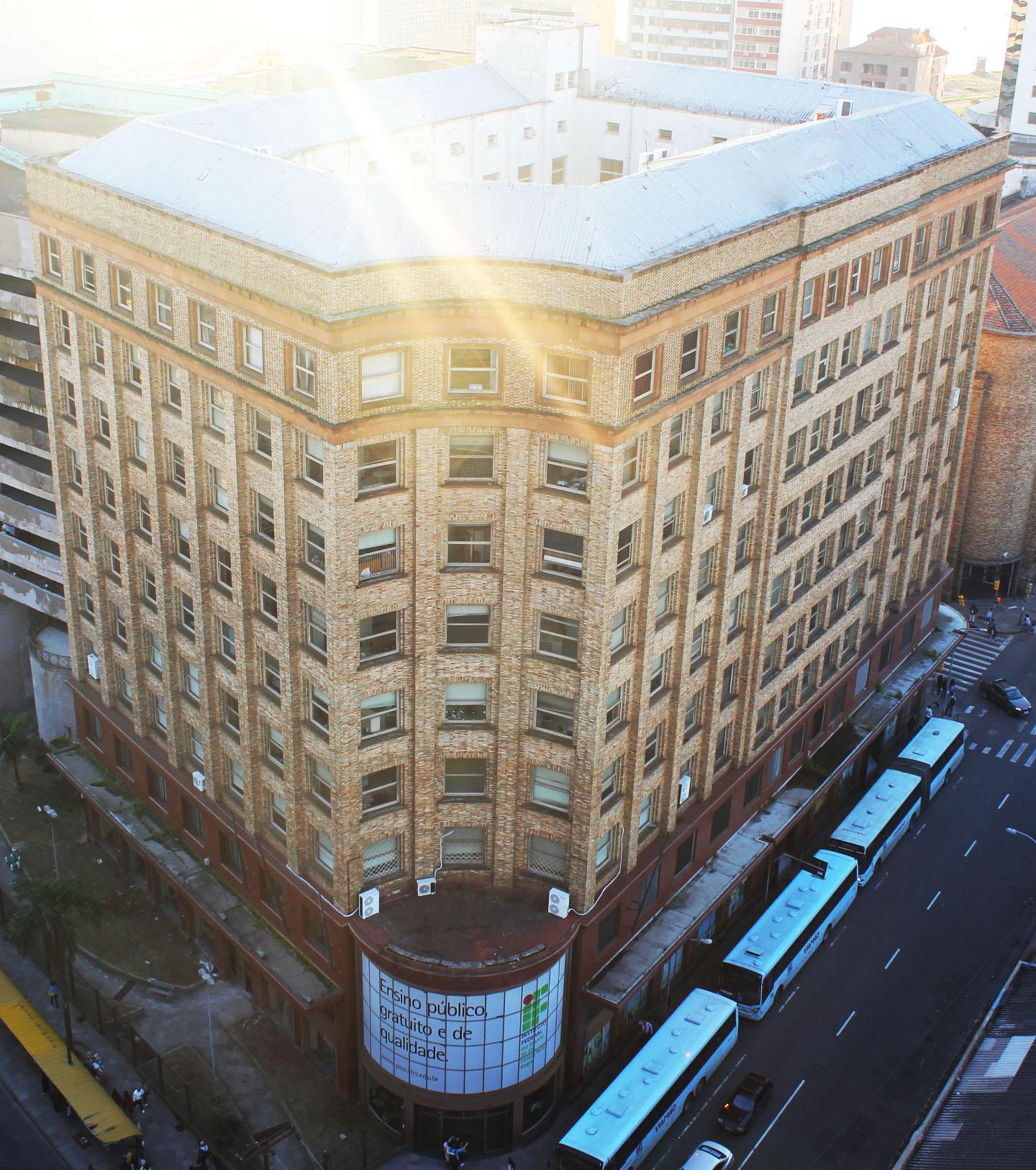 Foto aérea do prédio do Campus Porto Alegre, no Centro da capital gaúcha