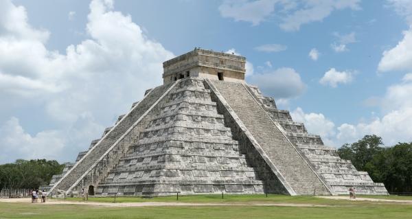 Pyramide des Kukulcán (Foto: Daniel Schwen, CC-BY-SA 4.0)