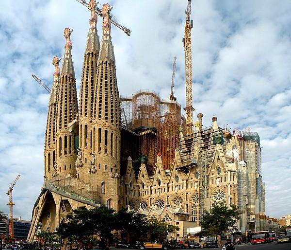 Sagrada Familia, Barcelona (photo: Vitold Muratov, CC-BY-SA 3.0)