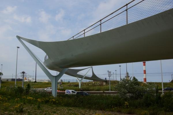 Stahlsegelbrücke in Knokke