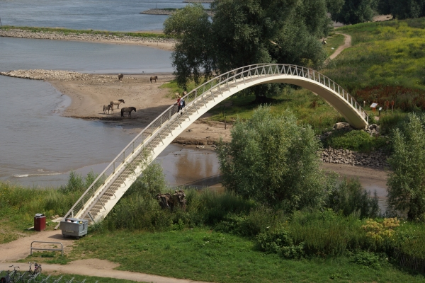 Kunststoffbrücke in Nimwegen