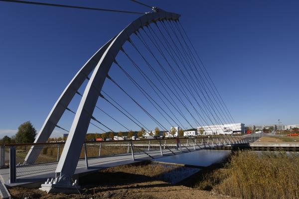 Footbridge across Langer See (photo: sbp)