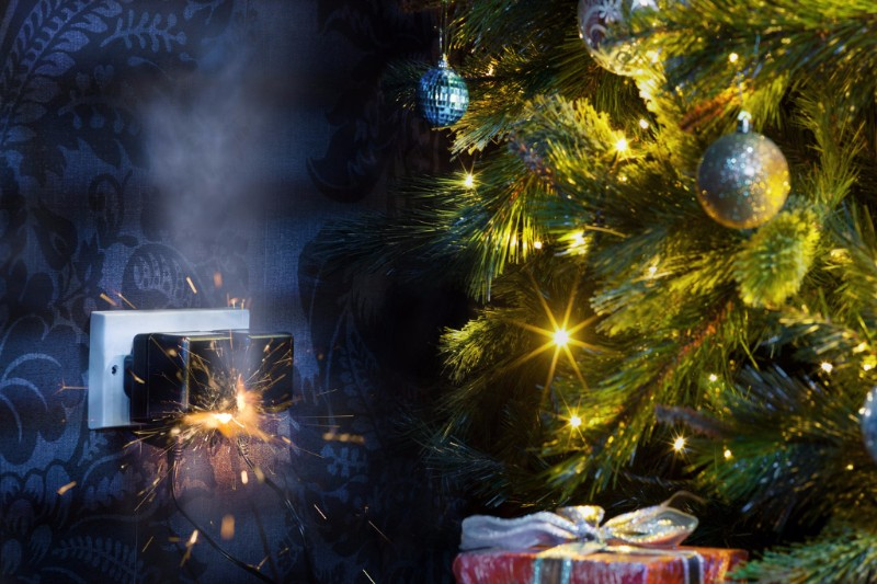 Electrical outlet sparking by Christmas tree