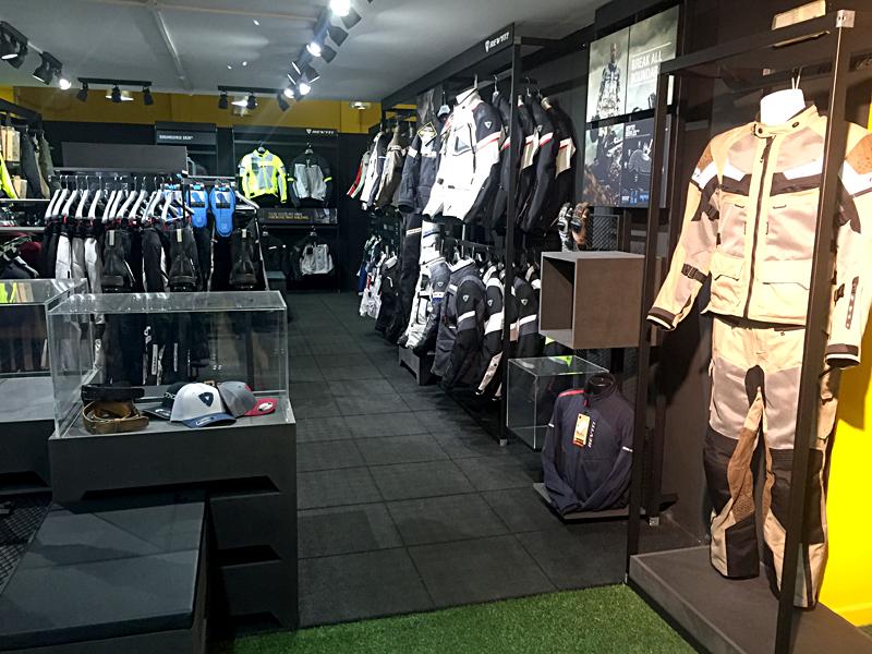 Inauguración Revit Store en Barcelona junto a Alex Rins, piloto líder del mundial en moto2