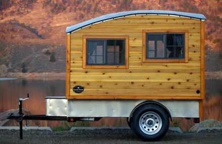 Handgemachter Holzwohnwagen