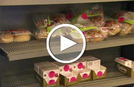 Supermarkt verschenkt Lebensmittel