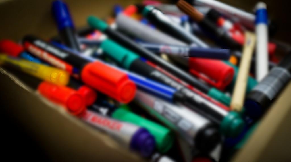 Symbolfoto: Bunte Stifte in einer Schachtel
